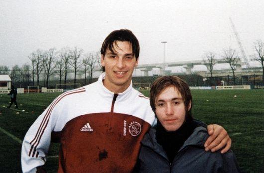 STJERNEMØTE: Under et treningsopphold i den nederlandske klubben Ajax, fikk Martin Bengtsson møte Zlatan Ibrahimovic.