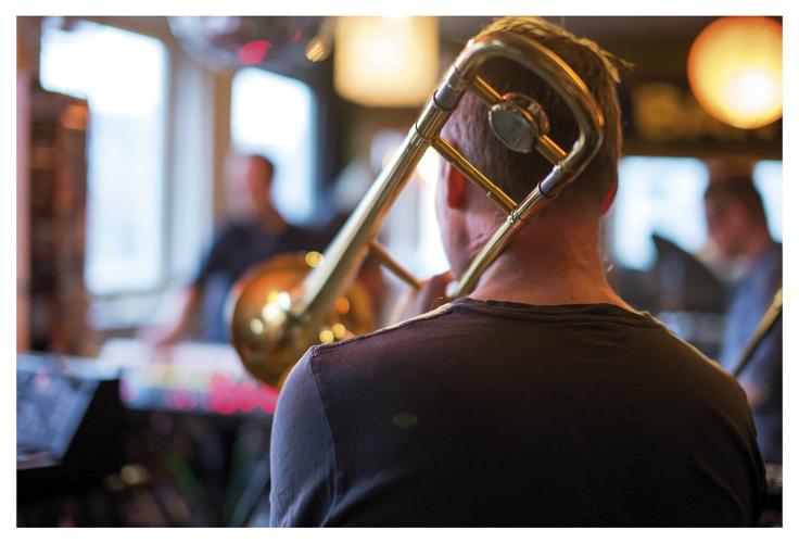 Jaga Jazzist rangerer dette øvingslokalet på toppen av listen over steder de har øvd, rett og slett på grunn av lyset. – Til å være et øvingsrom er det ganske unikt at det er så bra med lys her. Vi har jo vært i noen sånne kjellerlokaler der det ikke er levelig, så det beste med dette rommet er at det er lyst og luftig.